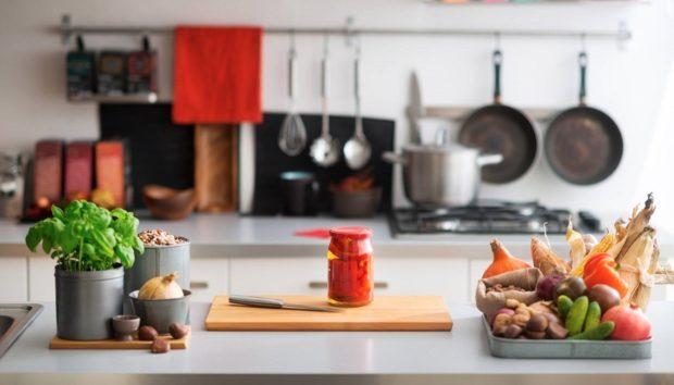 7 Πανεύκολοι Τρόποι για να Βάλετε Χρώμα στην Κουζίνα σας