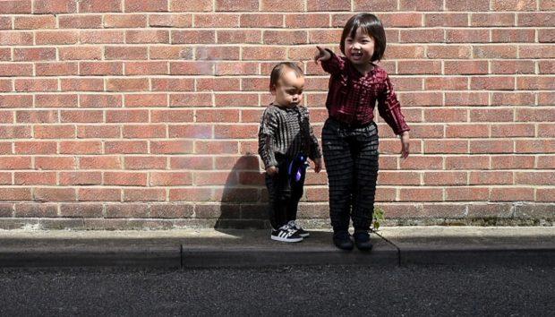Αυτά τα Πανέξυπνα Ρούχα Έχουν Σχεδιαστεί για να Μεγαλώνουν Μαζί με το Παιδί σας