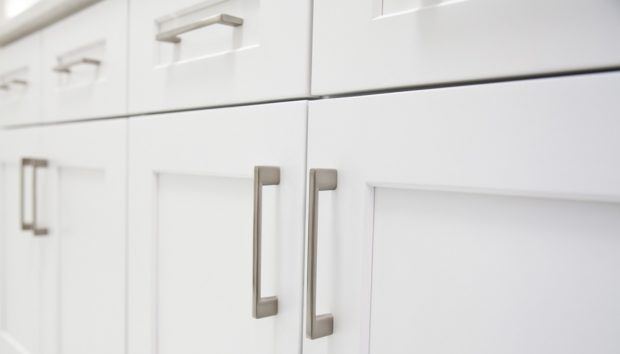 5 Tips για να Βάψετε τα Ξύλινα Ντουλάπια της Κουζίνας σας