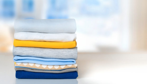 DIY: Φτιάξτε Αρωματικό Σπρέι που θα Κάνει τα Ρούχα σας να Μοσχομυρίσουν