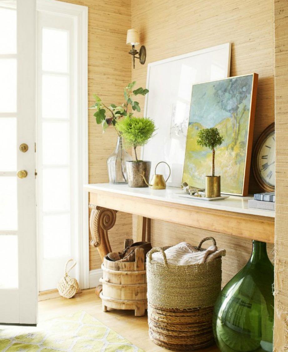 Το χολ αντικατοπτρίζει τη διακόσμηση όλου του σπιτιού. Αν το σπίτι σας λοιπόν είναι διακοσμημένο σε μοντέρνο στιλ, ακολουθήστε παρόμοια διακόσμηση και στο χολ σας.