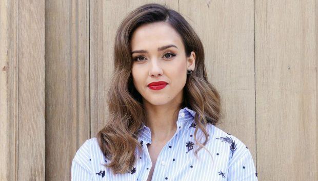 Η Jessica Alba Αποκαλύπτει πώς Καταφέρνει να Ξυπνάει με Τέλεια Κυματιστά Μαλλιά