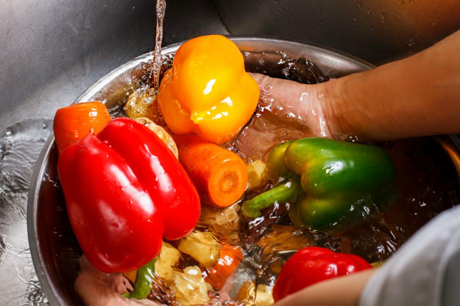 Κι Όμως! Τόσο Καιρό Πλένετε Λάθος τα Λαχανικά σας
