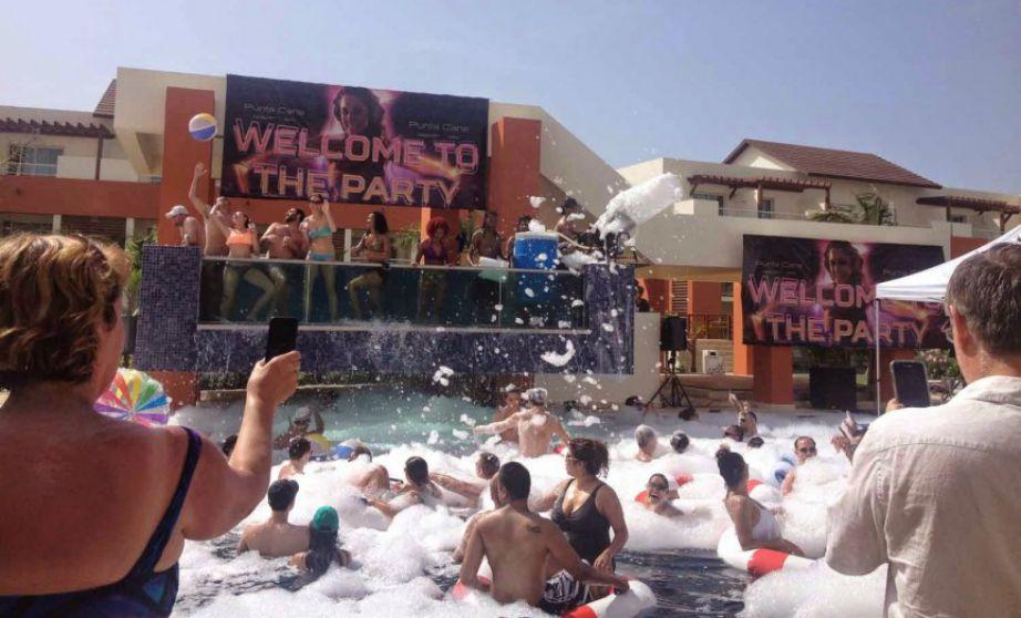 Στο Breathless Punta Cana Resort & Spa θα συναντήσετε των παράδεισο των γυναικών με καυτά μπικίνι.