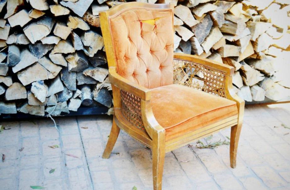 Κάπως έτσι θα είναι αρχικά η καρέκλα σας. Παλιά, βαρετή και ξεπερασμένη.