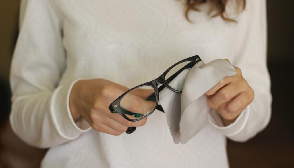 8a59d8f758 4 Απίστευτοί Τρόποι να Διώξετε τις Γρατζουνιές από τα Γυαλιά σας (Κι Όμως