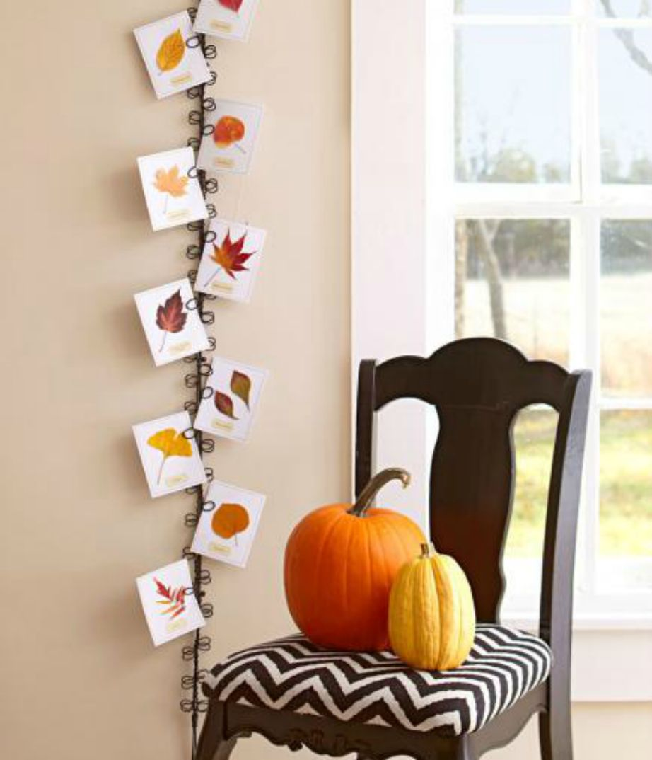 Μερικές κάρτες και μια κορδέλα μπορούν να σας βοηθήσουν να φτιάξετε ένα φανταστικό φθινοπωρινό διακοσμητικό.