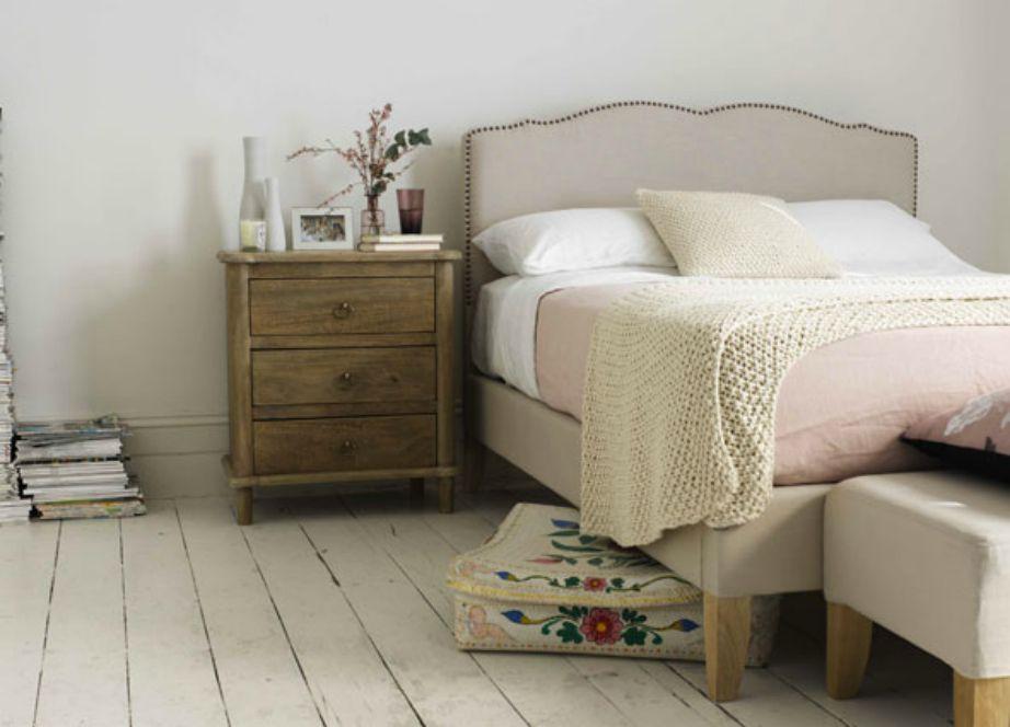 Μην αποθηκεύετε κάτω από το κρεβάτι σε χάρτινες αντιαισθητικές κούτες. Προτιμήστε κάτι πιο όμορφο, που ακόμα και αν φανεί δεν θα σας πειράξει.
