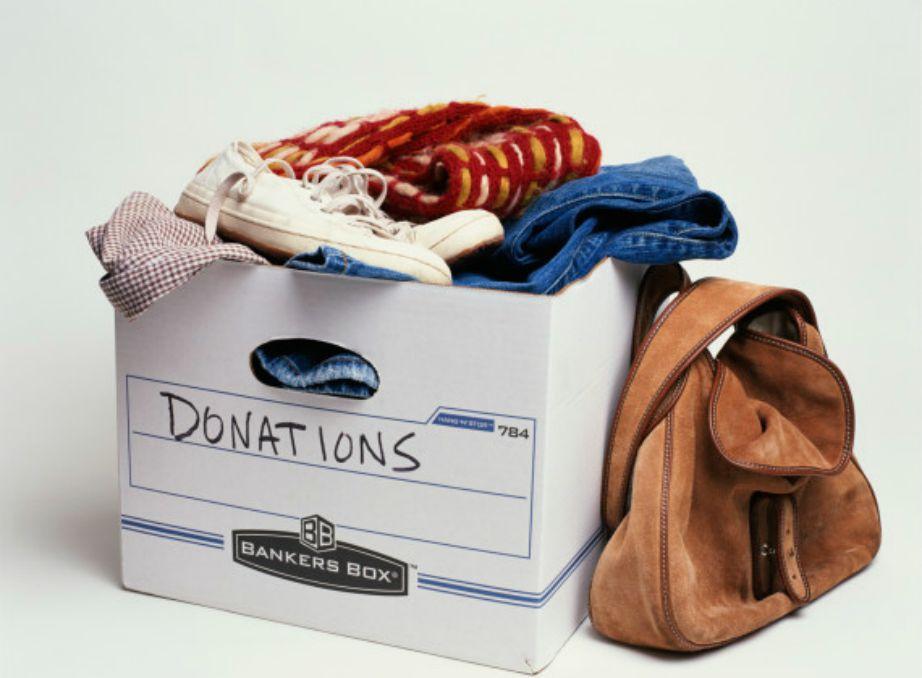 Αποφασίστε ποια ρούχα μπορείτε να δώσετε σε κάποιο ίδρυμα.