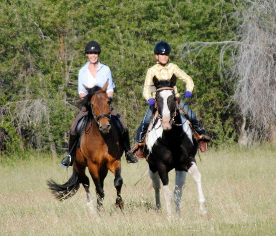 Η ηθοποιός λατρεύει την ιππασία και της αρέσει να φροντίζει η ίδια τα άλογά της καθημερινά.