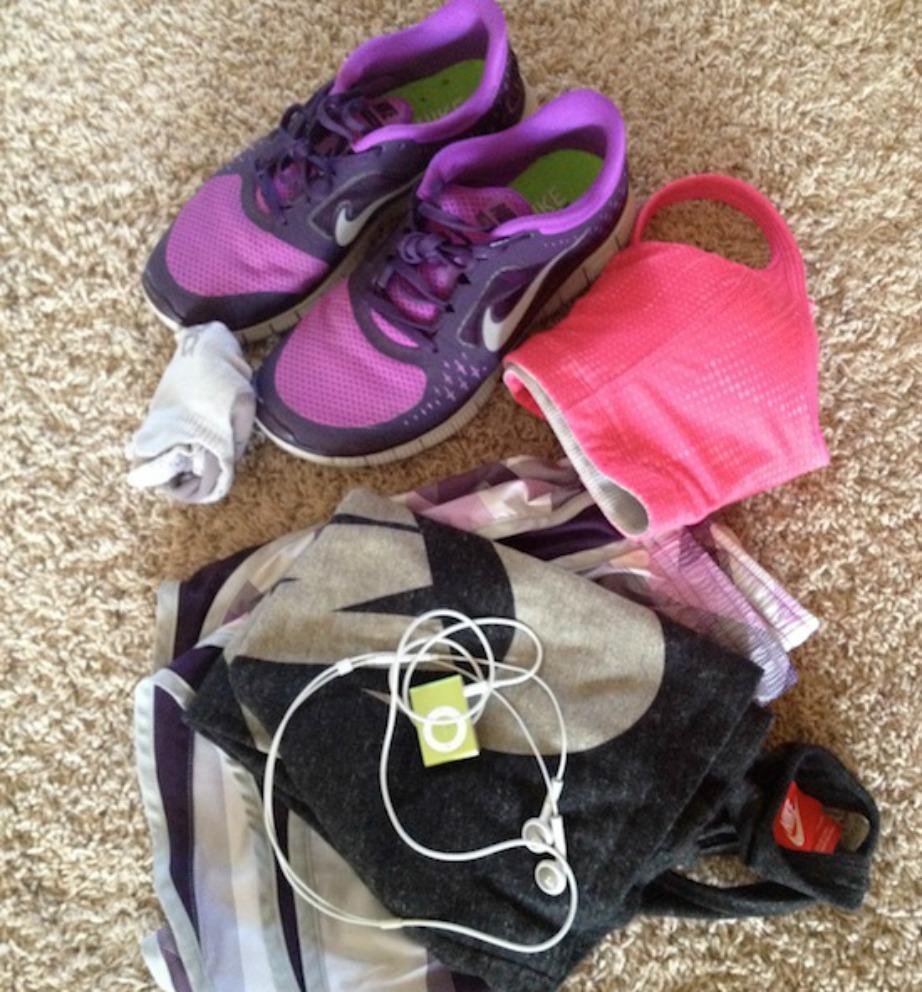 Βγάλτε από το προηγούμενο βράδυ τα ρούχα που θα φορέσετε στη γυμναστική σας την επόμενη μέρα.