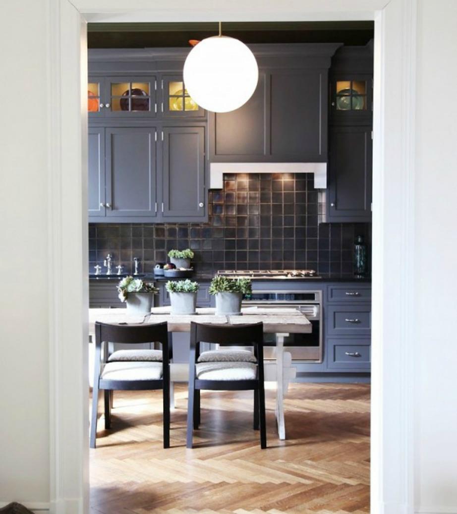 Φέτος είναι πολύ της μόδας να βάφετε τα ντουλάπια σε ίδια ή παρόμοια απόχρωση με τους τοίχους.