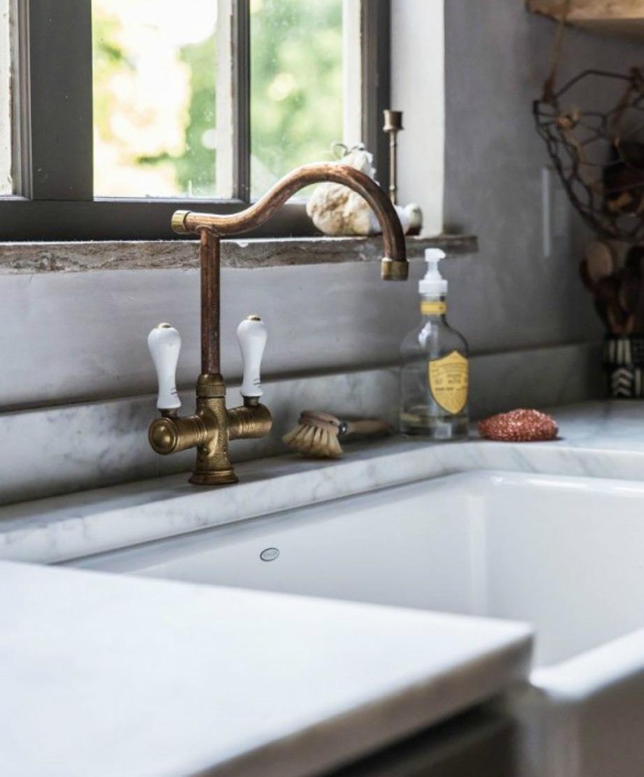Οι βρύσες γίνονται χάλκινες για πιο vintage και στιλάτη αισθητική.