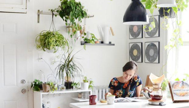 Ο πιο Απλός Τρόπος για να Διακοσμήσετε Ακόμα και την πιο Μικρή Κουζίνα
