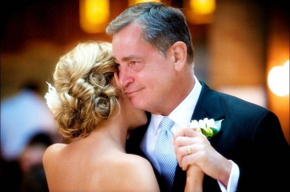 Μην περιμένετε να γίνει νύφη για να χορέψετε μαζί.