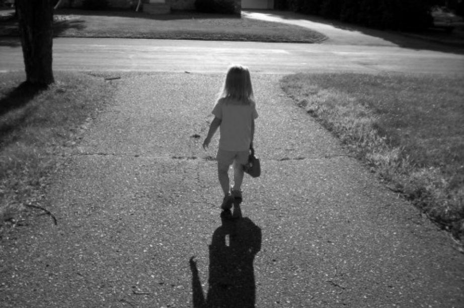 Κάντε την να πιστέψει πως είναι το ίδιο έξυπνη όσο ένα αγόρι από την πρώτη στιγμή που θα αρχίσει να επικοινωνεί με τον κόσμο.