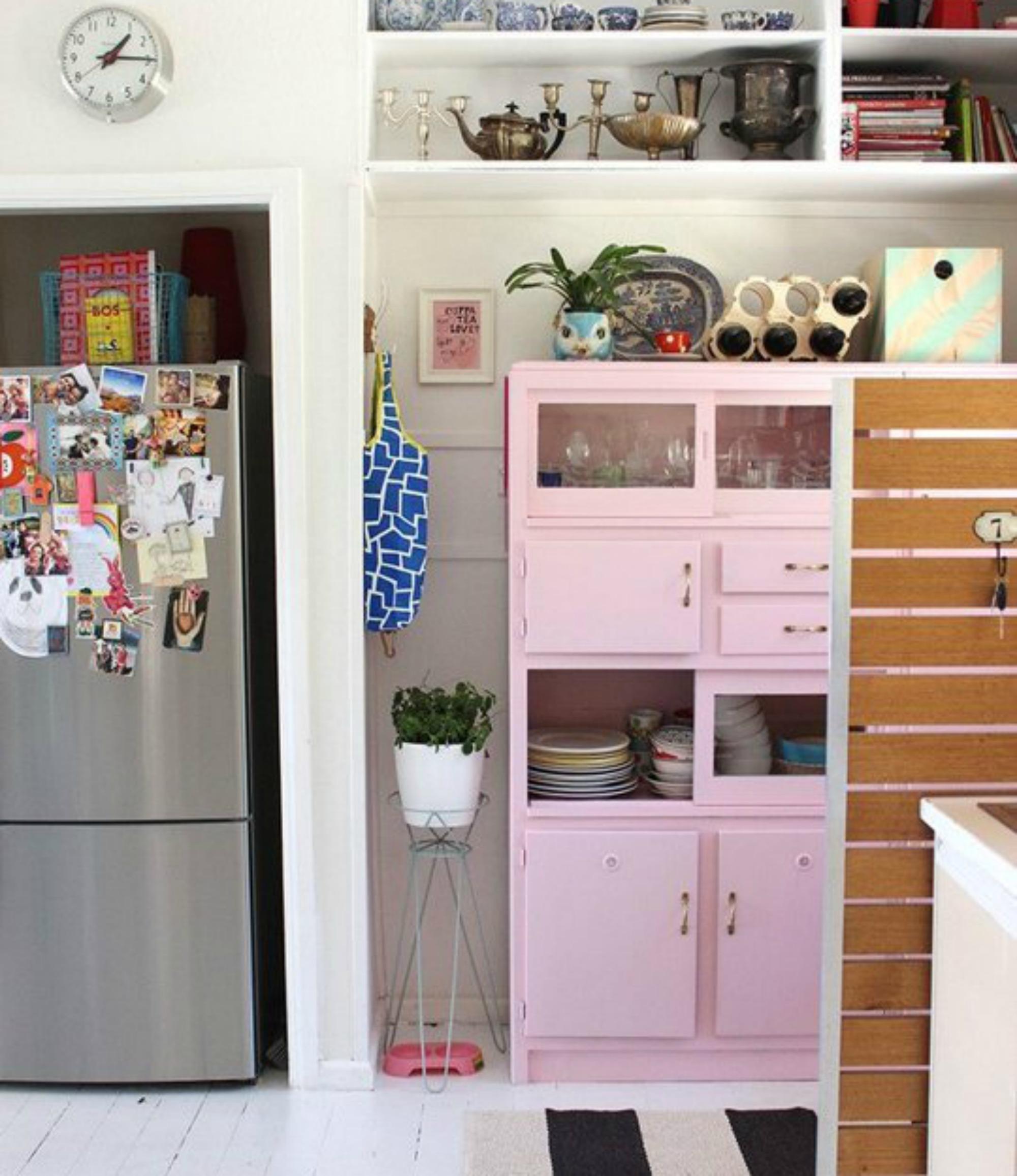 Αν σας αρέσει το ροζ χρώμα τότε βάλτε το στην κουζίνα σας. Με την κατάλληλη διακόσμηση οποιοδήποτε χρώμα μπορεί να ταιριάξει σε μια κουζίνα.