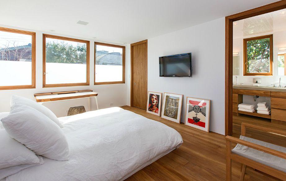 Όλα τα υπνοδωμάτια είναι διακοσμημένα μίνιμαλ.