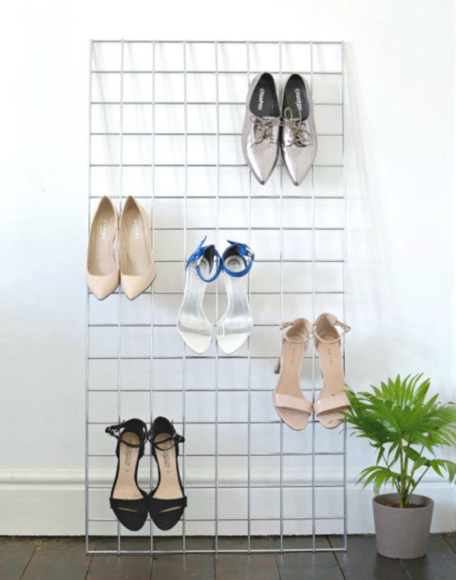 Αν είστε λάτρεις των τακουνιών, τότε θα βολευτείτε αυτή τη μέθοδο φύλαξης των παπουτσιών σας. Επίσης αν είστε περήφανες για τα τακούνια σας, τότε θα σας αρέσει ακόμα περισσότερο που τα παπούτσια σας θα είναι σε κοινή θέα.