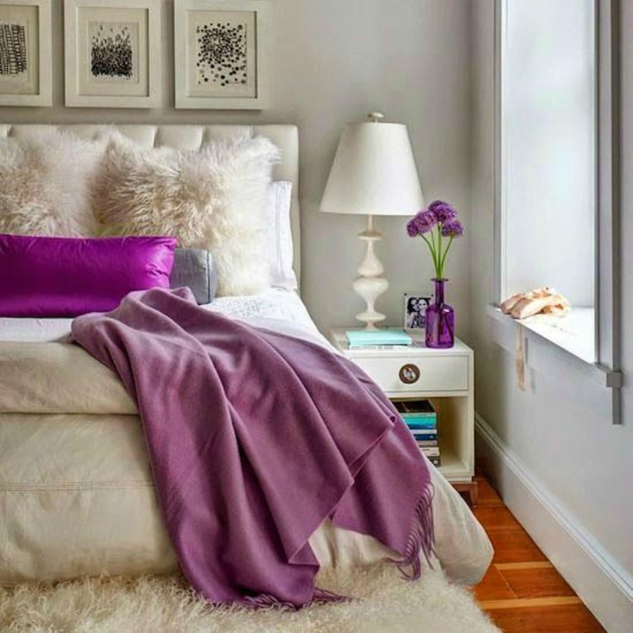 Το εκρού είναι ένα πολύ ωραίο χρώμα για υπνοδωμάτιο. Ενισχύστε το με μοβ πινελιές για να προσθέσετε χρώμα και ζωντάνια στον χώρο σας.