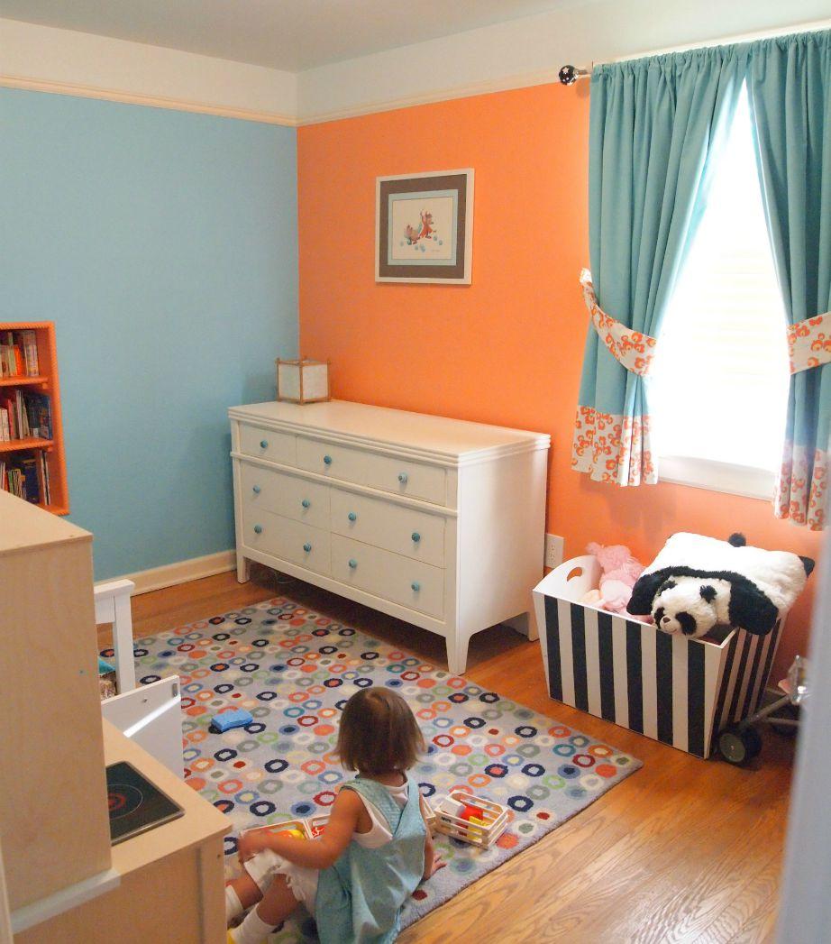 Αν έχετε κοριτσάκια τότε βάψτε τους το δωμάτιο ή μέρος του δωματίου σε μια γλυκιά ροδακινί απόχρωση!