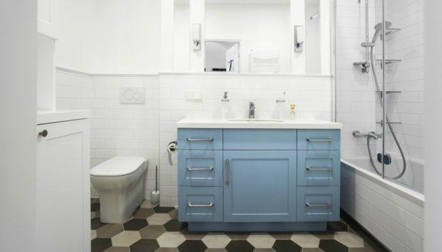 8 Απίστευτα Χρωματικά Tips για να Δείξει το Μπάνιο σας Μεγαλύτερο