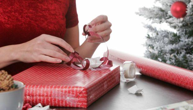 Η Γιαπωνέζικη Μέθοδος για να Τυλίξετε Δώρα σε 15 Δευτερόλεπτα