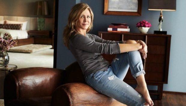 Ο Καναπές της Jennifer Aniston Κοστίζει όσο ένα Σπίτι