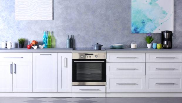 Πριν & Μετά: Αυτή η Κουζίνα Έγινε Αγνώριστη Μόνο με Λίγο Χρώμα