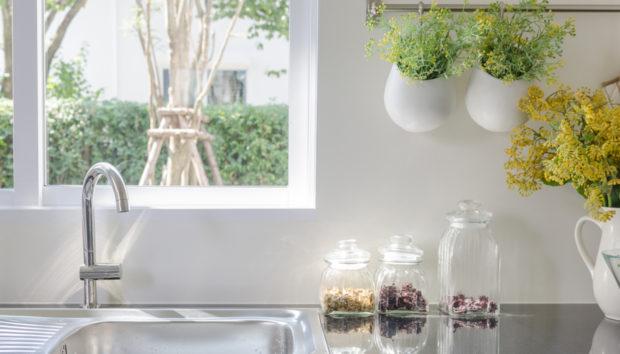 Οργανώστε τον Νεροχύτη της Κουζίνας σας με Αυτές τις 10 Πρωτότυπες Ιδέες!