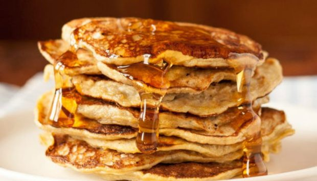 Πώς να Φτιάξετε τα Τέλεια Pancakes με Δύο Μόνο Υλικά!