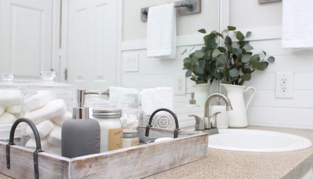 7 Τρόποι για να Οργανώσετε Ένα Μπάνιο Χωρίς Ντουλάπια και Συρτάρια