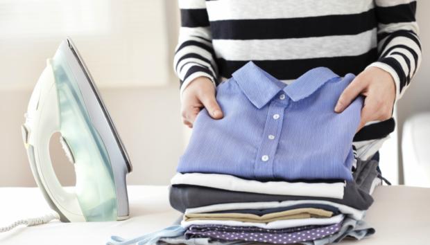 10+1 Έξυπνα Tips που θα «Προετοιμάσουν» τα Ρούχα σας για Γρήγορο Σιδέρωμα