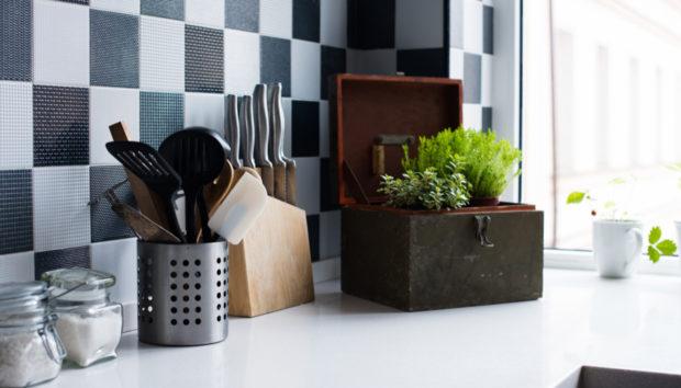 Έτσι θα Καθαρίσετε τα Πλακάκια της Κουζίνας σας στην Εντέλεια!