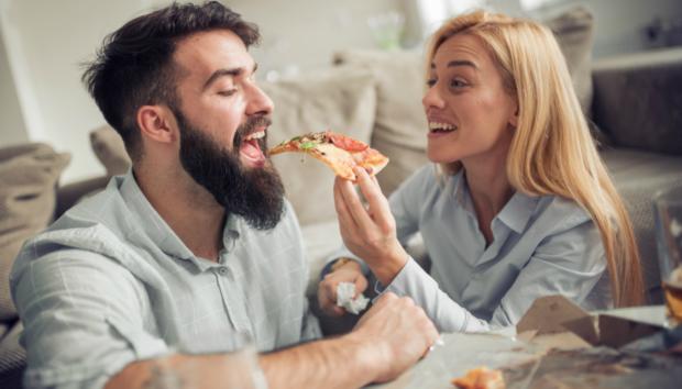 Τελικά Πόσες Θερμίδες Πρέπει να Φάτε για να Πάρετε ένα Κιλό;