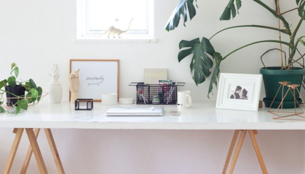3 Tips για να Φτιάξετε ένα Μικρό και Χαρούμενο Home Office