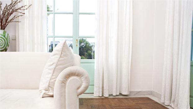 Λευκός Καναπές: 11 Ιδέες για να Δημιουργήσετε το πιο Στιλάτο Καθιστικό