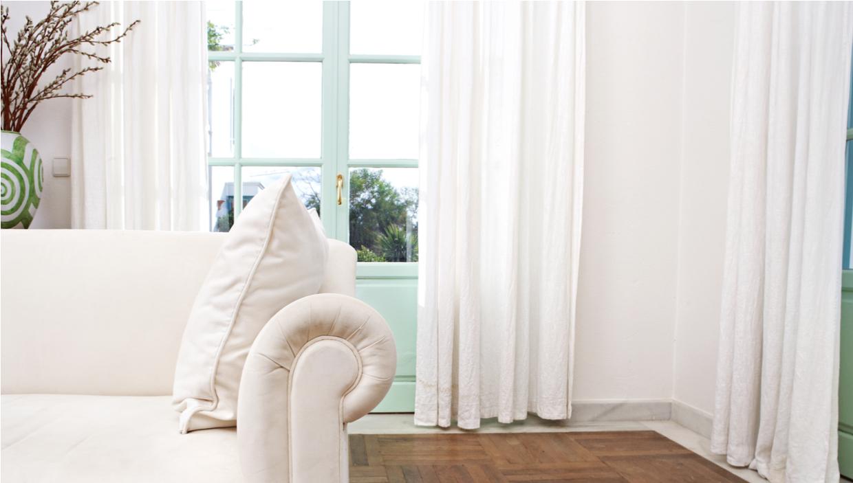 λευκός καναπές