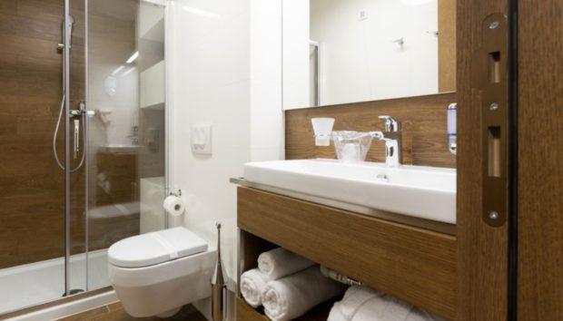 Ο Εύκολος και Γρήγορος Τρόπος να Καθαρίσετε τo Μπάνιο σας σε Μόλις Τρία Λεπτά