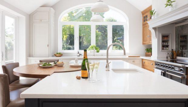 Αφήστε Πίσω τα Δίχρωμα Ντουλάπια Κουζίνας – σας Έχουμε Κάτι Καλύτερο!