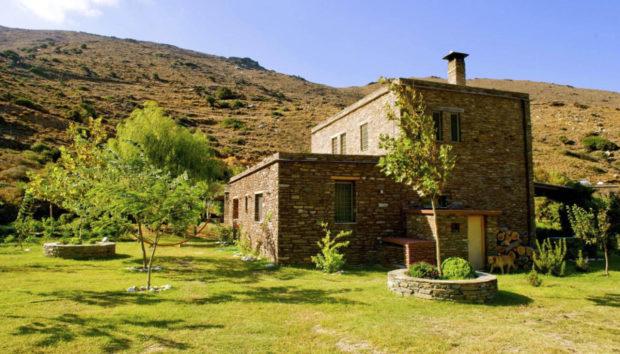 Δείτε το Υπέροχο Σπίτι της Ελένης Μενεγάκη στα Άχλα της Άνδρου