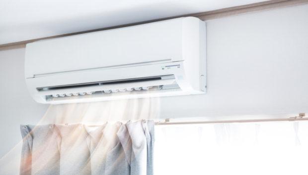 «Πώς μπορώ να καλύψω τον σωλήνα που συνδέει το κλιματιστικό με τον εξωτερικό χώρο του σπιτιού;»