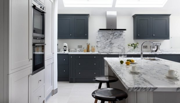 Ψάχνετε Χρώμα για να Βάψετε την Κουζίνα; Αυτά Είναι τα 5 Καλύτερα!