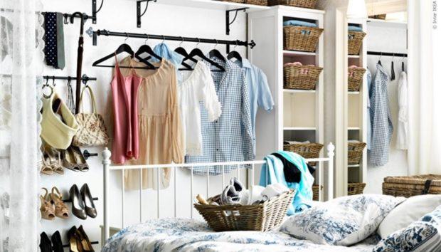 6  Μικρά Υπνοδωμάτια Χωρίς Ντουλάπες! Δείτε πώς Έχει Γίνει η Αποθήκευση των Ρούχων