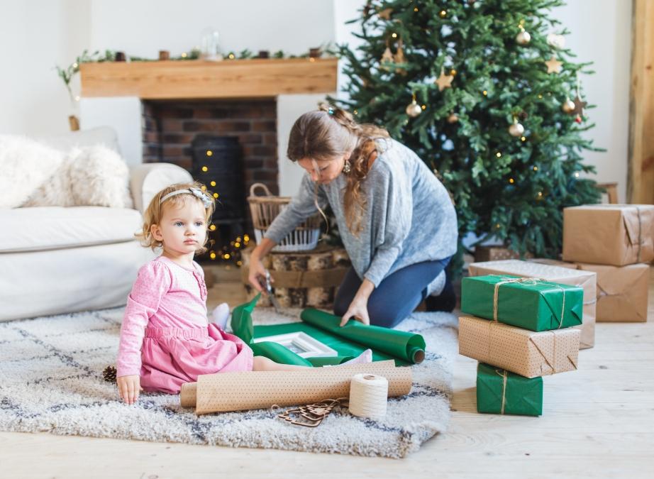 6 Χριστουγεννιάτικα DIY που Μπορείτε να Φτιάξετε με μια Σακούλα Απορριμμάτων