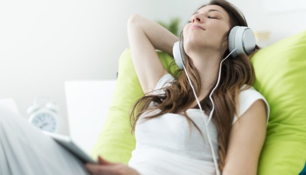 Νέα Έρευνα: Αυτό Είναι το Τραγούδι θα σας Διώξει το Άγχος!