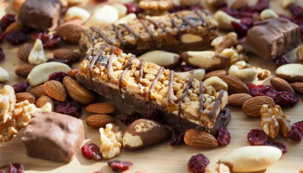 Φτιάξτε Σπιτικές Μπάρες Δημητριακών με Σοκολάτα