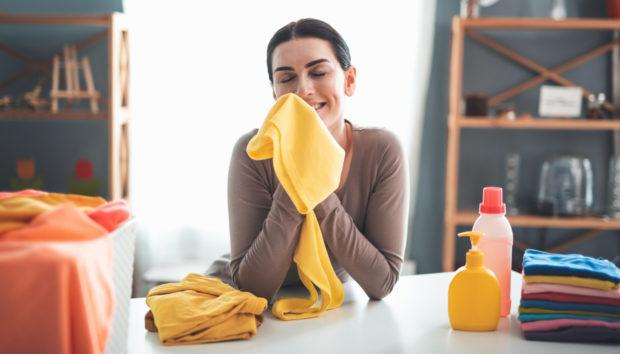 Κάντε τα Ρούχα σας να Μυρίζουν Πάντα Τέλεια Χωρίς Μαλακτικό!