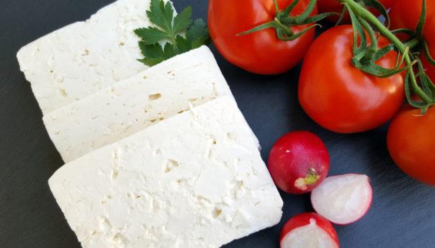 Σπιτικό Λευκό Τυρί από τον Άκη Πετρετζίκη