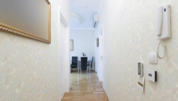 Αδιάφορος Διάδρομος στο Σπίτι σας; 8 Διακοσμητικές Ιδέες που θα τον Μεταμορφώσουν!